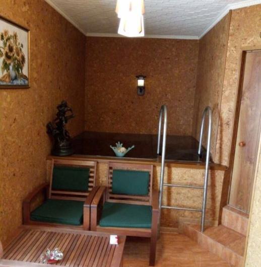 Продам дом и гостевой домик на одном участке в Калининском районе р-н мясокомбината , 70000 у.е.